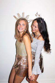 Best Friend College halloween costume ideas Halloween Costumes Women Scary, Couples Halloween, Best Friend Halloween Costumes, Celebrity Halloween Costumes, Halloween Outfits, Costumes For Women, Diy Halloween, Teen Costumes, Woman Costumes