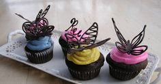 Everything Old: How To: Make Chocolate Butterfly Cake Decorations - what a great way to dress up cupcakes - could also make dragonfly's! Cupcake Recipes, Cupcake Cakes, Dessert Recipes, Cupcake Toppers, Cupcake Ideas, Cup Cakes, Just Desserts, Delicious Desserts, Chocolate Butterflies
