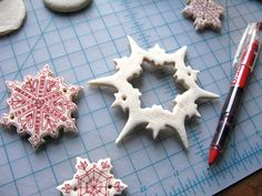 Decoracion navidad casera niños pasta de sal rotuladores
