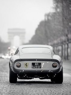 fastlifeintheslowlane: God I love classic car styling. Ferrari
