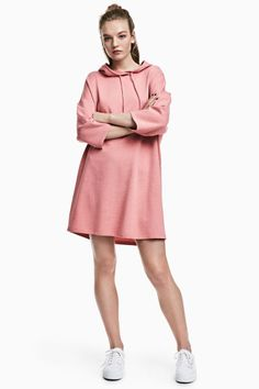 Short, wide-cut dress in sweatshirt fabric with a drawstring hood, dropped shoulders, and short sleeves. Shirtdress Outfit, Sweatshirt Dress, Shirt Outfit, Pink Ladies, Dress Cuts, Pink Dress, Summer Dresses, Clothes For Women, Sweatshirts
