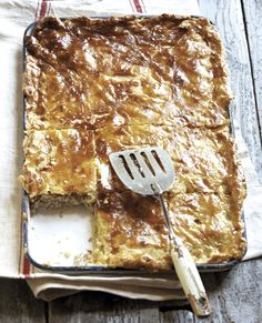Chicken pie with homemade pastry Pie Recipes, Chicken Recipes, Banting Recipes, Dinner Recipes, Savory Tart, Savoury Pies, Savoury Recipes, Slab Pie, Recipes