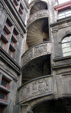 escalier à vis Renaissance de l'Hôtel Fontfreyde. Clermont Ferrand .Puy de Dôme. Auvergne