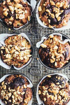 Kære allesammen, Som titlen på dette blogindlæg indikerer, så er der idag tale om noget virkelig lækkert…. muffins med et touch af snickers! Disse muffins er den perfekte forkælelseskage, og…
