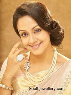 Jyothika in Pearls Mala with Diamond Side Pendant - Indian Jewellery Designs Jewelry Design Earrings, Bead Jewellery, Necklace Designs, Pearl Jewelry, Indian Jewelry, Pendant Jewelry, Gold Jewelry, Beaded Jewelry, Jewellery Designs