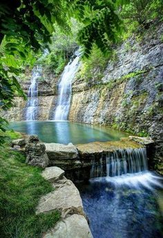 Dogwood Canyon Nature Park in Missouri - Beautiful places - Dream Vacations, Vacation Spots, Vacation Places In Usa, Vacation Wear, Best Places To Travel, Dogwood Canyon, Branson Vacation, Beautiful Waterfalls, Parcs