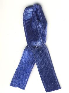 Le ruban bleu symbole de la maladie de la fibromyalgie et de la journée mondiale du 12 mai.