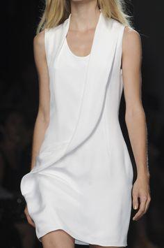 Sculptural fashion construction - chic minimal white dress; fashion details // Cushnie et Ochs