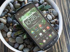 > Kyocera Brigadier: Điện thoại Android siêu bền không loa thoại truyền thống kính sapphire