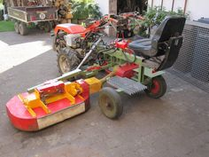 Here are my tractor with I have a hydraulic gearbox mounted. self-loading/unloading forage wagon. Garden Equipment, Outdoor Power Equipment, Homemade Tractor, Agriculture Machine, Tractor Accessories, Farm Projects, Engin, Diy Car, Heavy Equipment