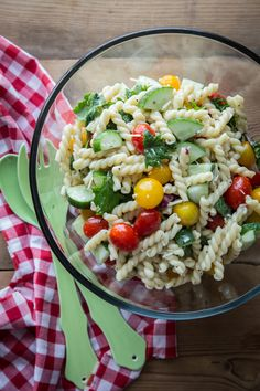 PASTA SALAD WITH TOMATOES AND CUCUMBERS