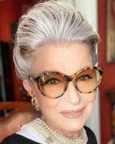 """Site Costanza Pascolato on Instagram: """"E hoje resolvi tentar um """"auto-retratinho""""!!!!!!! #encontrandoaluzcerta# #olharmeiguinho#"""" Grey Hair Inspiration, Eyes, Glasses, Instagram, Fashion, Hair Inspiration, Eyewear, Moda, Eyeglasses"""