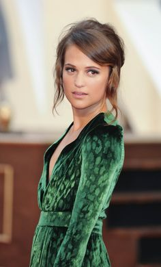 Alicia Vikander. Unusal dress - she looks like a gecko, how beautiful :)