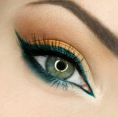Grüne Augen dunkelgrüner Kajal Lidstrich