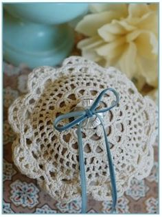 DIY Crochet Ring Bearer Pillow ( tutorial) by susanna