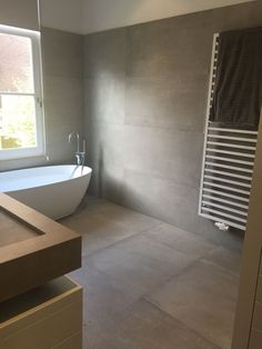 Badezimmer in Betonoptik kronos prima materia, Bathroom Vanity Cabinets, Bathroom Floor Tiles, Diy Cabinets, Bathroom Storage, Vanity Faucets, Diy Vanity, Bathroom Design Luxury, Bathroom Interior, Modern Bathroom