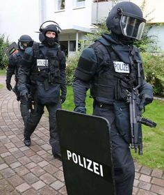 Swat Police, Military Police, Police Cars, Police Officer, Tactical Armor, Orange Accessories, German Police, Military Special Forces, Tac Gear
