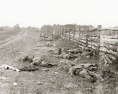 In just one day lasting Battle of Antietam on September 17, 1862 were several thousand soldiers. As the consequences of that day were photographed in detail, the people came subsequently to a more realistic view of the war, which had been until then often idealized.