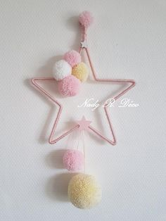 Star and tassels hanging - dream catcher - pink, white and yellow - craft. Dream catcher - hanging decoration in star shape with pink, white and yellow tassels HANDMADE A pink wooden star on the botto Diy Crafts For Gifts, Diy Home Crafts, Baby Crafts, Dream Catcher Pink, Dream Catcher Craft, Diy For Kids, Crafts For Kids, Preschool Crafts, Yellow Crafts