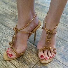 Sexy Legs And Heels, Sexy Feet, Cary Bradshaw, Rene Caovilla Shoes, Nail Polish, Classic Girl, Beautiful Toes, Cross Training Shoes, Elegant
