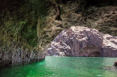 Black Canyon kayaking tour is the one Las Vegas experience everyone is missing out on. Within an hour from the strip, Lake Mojave winds its way between towering canyon walls and alongside some of the most unexpected terrain in the American Southwest, including cave saunas, island turquoise water, and secluded hot springs. On a recentViator...