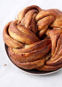 mmmmm. cinnamon and sugar kringel.  looks amazing.