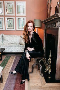 -blusa MOB -calça Blank NYC -sapatos Gianvito Rossi para Farfetch -joias Mariah Rovery