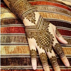 Girls paint their hands and legs with lovely and pretty new mehndi designs. These stunning mehndi designs are perfect for everybody. Eid Mehndi Designs, Back Hand Mehndi Designs, Latest Mehndi Designs, Mehndi Images, Mehndi Tattoo, Henna Tattoo Designs, Henna Tattoos, Mandala Tattoo, Beginner Henna Designs