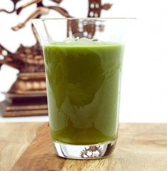 Green and graceful 2½ dl coconut water– hægt að nota vatn ½ stk sliced cucumber ½ piece Squash 1 fist spinach 10 g coriander 2 lime leave ½ peeled lime 4 cm ginger sliced 1 peeled avocado  Everything blended  - great start for a great day...