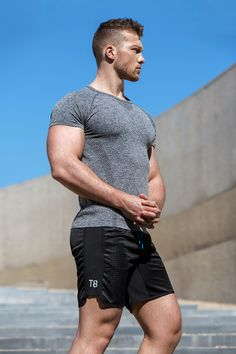 Get the most out of your workout in seam-free jacquard print tee. Sport Fashion, Fitness Fashion, Gym Fashion, Weight Lifting, Fitness Models, Body Builder, Hot Hunks, Gym Style, Sport Man