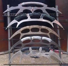 Dosent matter what kind, a Bat'leth from Star Trek has been something i have wanted for a long time. Film Star Trek, Star Trek Cast, Star Wars, Star Trek Phaser, Star Trek Klingon, Cosplay Weapons, Sci Fi Weapons, Star Trek Encyclopedia, Deep Space Nine