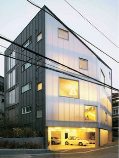 y-house' by wise architecture, seoul, korea Translucent polycarbonate facade Facade Design, House Design, Small Buildings, Office Buildings, Glass Facades, Facade Architecture, Chinese Architecture, Futuristic Architecture, Cladding