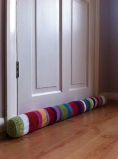 The Striped Stopper door draft stopper - stuffed with alternating layers of plastic pellets (for wei Door Draught Stopper, Draft Stopper, Door Stopper, Crochet Home, Crochet Gifts, Free Crochet, Knit Crochet, Loom Knitting, Knitting Patterns