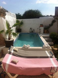 Casa/apto. entero in Porreres, ES. Very nice house in a quiet street a few minutes walk from the village square, market, shops, bars and restaurants. The house includes 1 living room, 1 dining room, 1 kitchen, 3 bedrooms and 3 bathrooms. The house has a small garden sheltered fro...