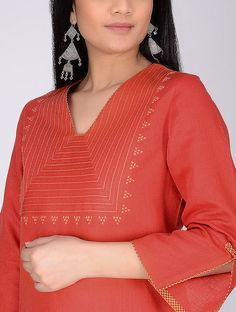 New dresses style Indians and Pakistani Plain Kurti Designs, Simple Kurta Designs, Salwar Designs, Kurta Designs Women, Neckline Designs, Dress Neck Designs, Blouse Designs, Kurti Embroidery Design, Embroidery Dress