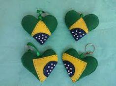 Resultado de imagem para bandeira do brasil de feltro chaveiro 3d Quilts, Christmas Crafts, Christmas Ornaments, All Art, Wool Felt, Needlework, Baby Shoes, Banner, Holiday Decor