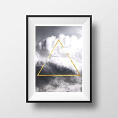 Geometric Minimalist Triangle Wall Art Gold por WildMoonriseDesigns