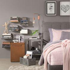 Personalize o seu quarto utilizando diferentes opções de criados-mudos, luminárias e acessórios. #Dormir #Industrial #Prateleira #Luminária #Quadro #Carrinho #Estante #Quarto #Cama