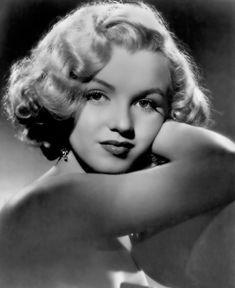 Net Image: marilyn monroe: Photo ID: . Picture of Marilyn Monroe - Latest Marilyn Monroe Photo. Joven Marilyn Monroe, Marilyn Monroe Fotos, Young Marilyn Monroe, Anita Ekberg, Brigitte Bardot, Portrait Studio, Howard Hughes, Actrices Sexy, Old Hollywood Glam