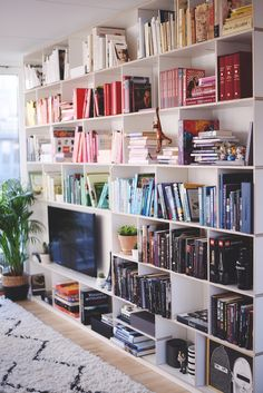 Dress for Success: Elevate Your Lifestyle – Iconic Style Inc. – Home Office Design Diy Home Library Design, Home Office Design, Home Interior Design, House Design, Office Style, Muebles Home, Bookshelf Inspiration, Wall Bookshelves, Living Room With Bookshelves