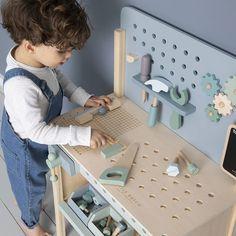 """Gefällt 221 Mal, 0 Kommentare - Baby & Kinder (@mikuliniii) auf Instagram: """"Mit der tollen Werkbank von Little Dutch lässt sich stundenlang spielen😍 Wir haben sie endlich…"""" Dutch Kitchen, Toy Kitchen, Wooden Kitchen, Wooden Playset, Wooden Toys, Wooden Puzzles, Wooden Blocks, Montessori Toddler Rooms, Activity Cube"""