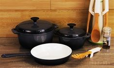 FINE LIVING - LIFESTYLE CAST IRON 5PC SET Cast Iron Cookware, Cookware Set, Cast Iron Set, It Cast, Cake Tins, No Cook Meals, Kitchenware, Slow Cooker, Yummy Food