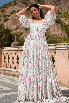 Indian Gowns Dresses, Indian Fashion Dresses, Indian Designer Outfits, Girls Fashion Clothes, Designer Dresses, Long Skirt Top Designs, Long Dress Design, Stylish Dress Designs, Kurti Designs Party Wear
