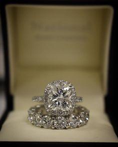 Incredible Engagement And wedding band set! Happy Wedding Wednesday!! #wholesale #photooftheday #realbride #diamond #diamonds #designer #engagement #weddingwednesday  #engagementring #wedding #ido #proposal #likeforlike #luxury #happy #ootd #toronto #love #gta #weddingring #picoftheday #theknotrings #bling #diamondring #customjewelry #jewelry #jewelrydesign #sparkle #thesix #jewelrydesigner @huffpostweddings @huffpostcanada @blogto @theknot @buzzfeedweddings @helloreverie @ringblings
