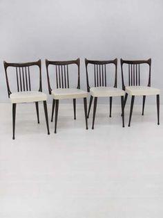 4 stoelen van het Nederlandse merk Stevens, bekleed met witte skai. In nette staat. Dining Bench, Dining Chairs, Retro Design, Nice Things, Interior And Exterior, Furniture Design, Waiting, Mid Century, Shop