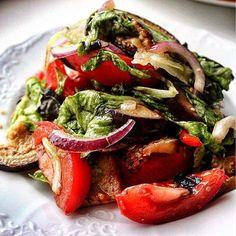 Девочки, это салат по-аджарски Это безуууумно вкусно!! И пока ещё есть свежие сезонные баклажаны и перцы - это НАДО готовить Рецепт, по которому я готовила, я напишу внизу в комментариях #alenacooks