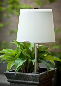 Draadloze tuinlamp Dutch Design om in de aarde te prikken. Van Gacoli #tuin #buitenverlichting