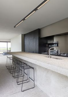 21 Modern DIY decor Ideas You Should Already Own Interior Design Kitchen decor D… – Home Decor İdeas Modern Modern Kitchen Design, Interior Design Kitchen, Modern Interior, Interior Livingroom, Interior Paint, Modern Luxury, Modern Decor, Küchen Design, Home Design