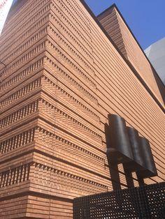 Botta's brick patterns on the SF MoMA facade