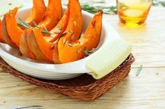 slices of baked pumpkin in baking dish Healthy Mind, Healthy Eating, Fruit Benefits, Baked Pumpkin, Health Remedies, Natural Health, Stuffed Mushrooms, Cancer, Healthy Recipes